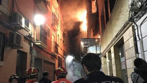 Incendio en edificio abandonado en la calle Isabel la Católica de Murcia
