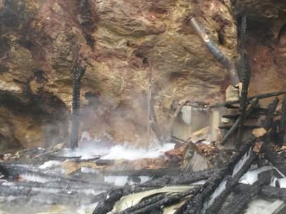 Recinto de jirafas incendiado en Cabárceno