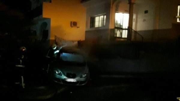 Coche quemado tras la reyerta en Coín (Málaga)