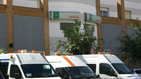 Ambulancias En La Puerta De Urgencias Del Hospital Virgen Macarena De Sevilla