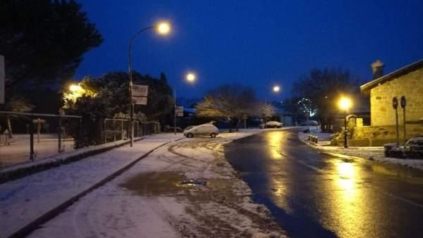 El temporal de nieve complica la circulación en carreteras aragonesas.