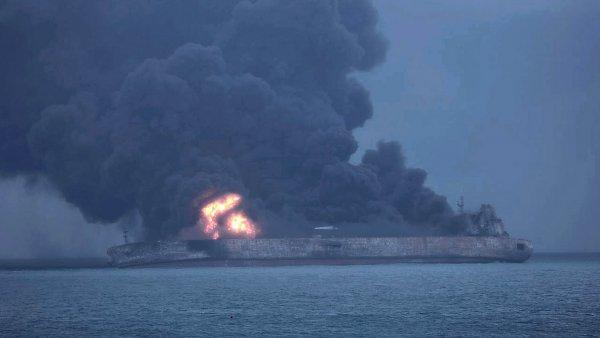 Petrolero en llamas
