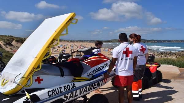 Salvamento y Socorrismo. Cruz Roja. Playas. Verano. Rescates y asistencias.