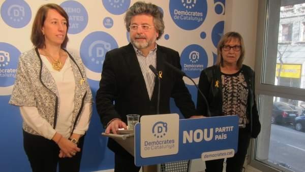 Los dirigentes de Demòcrates Assumpció Laïlla, Toni Castellà y Mercè Jou.