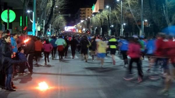 Corredores enfilan la subida de la Avda. de Madrid en la San Antón 2014.