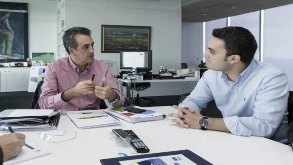 Martín se reúne con el alcalde de Ribamontán al Monte