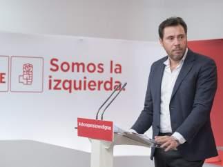 El portavoz de la Ejecutiva del PSOE, Óscar Puente, en Ferraz.