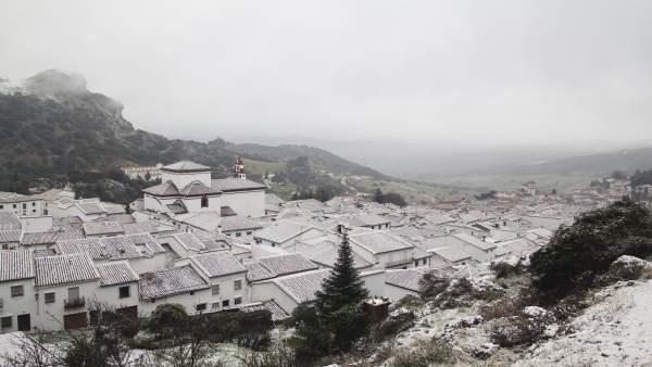 La localidad de Grazalema nevada