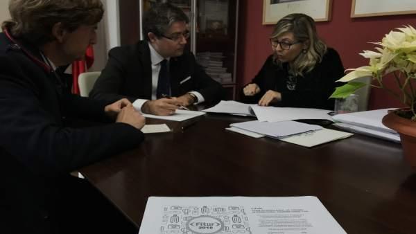 El edil Jesús Pacheco y colaboradores de la Oficina de Congresos de Murcia