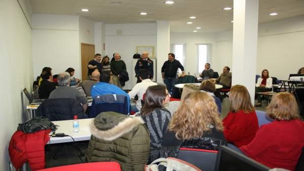 Carmona (centro) en un encuentro con responsables de los Guadalinfo