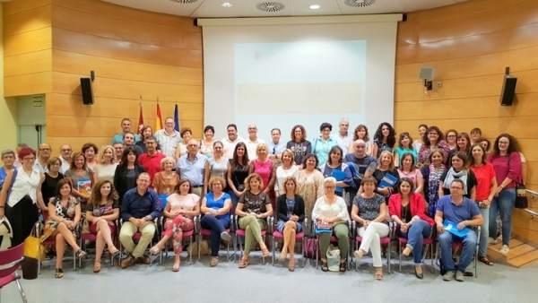 La consejera de Familia con los concejales de Servicios Sociales