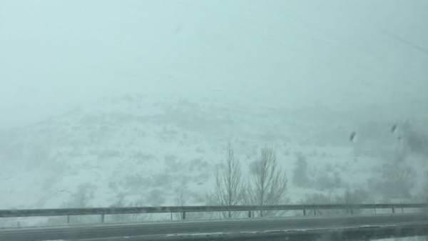 Nieve en la autopista del Huerna, Nieve, nevadas, temporal, cadenas, carreteras