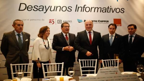 Antonio Ruiz (tercero por la dcha.), en los Desayunos Informativos de EP
