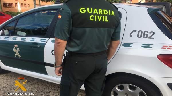 Rescaten un home inconscient a Torrevieja després d'avisar la seua veïna que portava dies sense veure-li