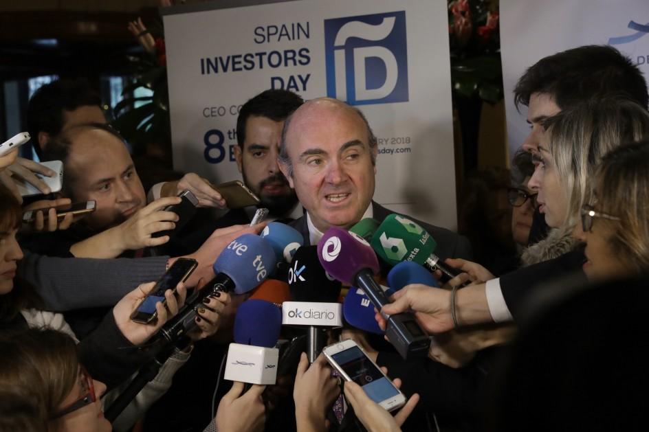Guindos no polemiza con Rato y dice que Bankia se gestiona