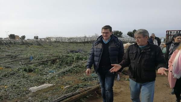 El secretario provincial del PSOE visita la zona afectada por tornados