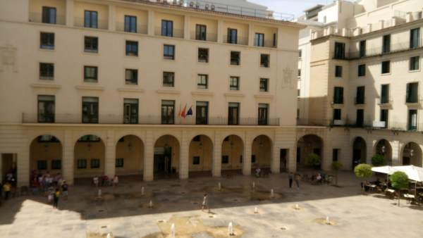Condemnat a set anys de presó un ancià que va matar el seu veí a punyalades a Elda (Alacant) després d'una discussió