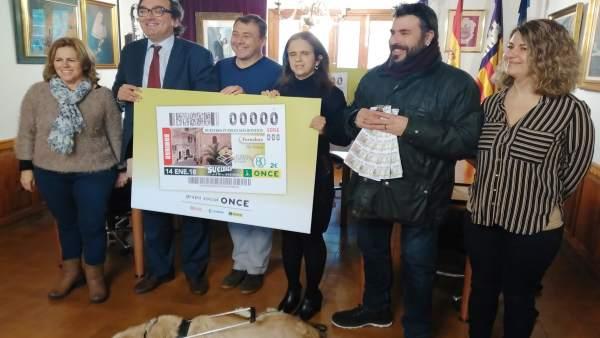 Presentación del cupón de la ONCE dedicado a Fornalutx