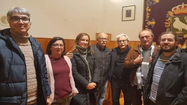 Manuel Lay con Juana Caballero y otros miembros del PP.