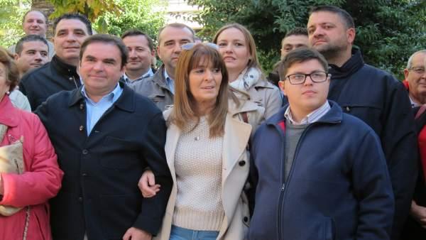 Miguel Moreno (i), en una imagen de archivo junto a miembros de Jaén Adelante.