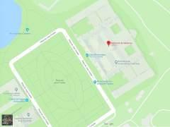 Una captura de pantalla en la que se ven las inscripciones 'cerrado', 'Club de la Comedia' y 'Monumento por la unidad de España' en el entorno del Parlament de Cataluña en Google Maps.