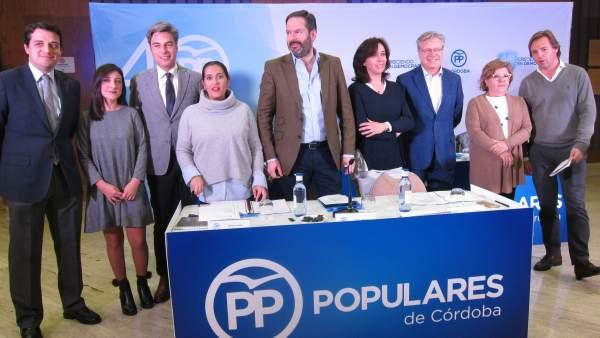 Adolfo Molina con representantes del PP cordobés
