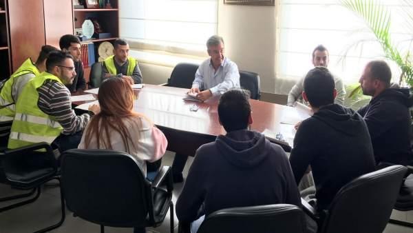 José María García Urbano alcalde de estepona firma contratos desempleados planes