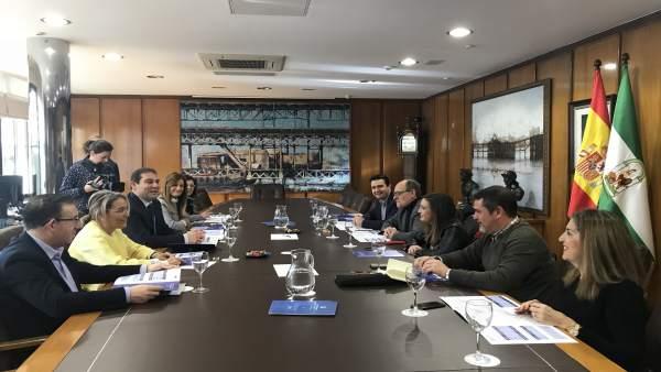 Reunión entre el grupo parlamentario socialista y el puerto de Huelva.