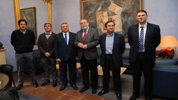 El presidente de Emproacsa, Salvador Blanco (tercero por la dcha.)
