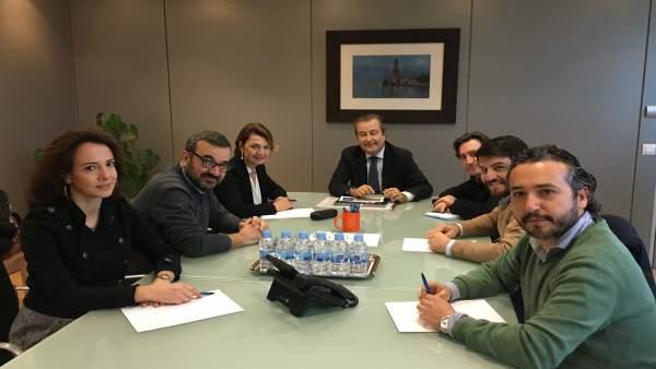 Reunión de Margalida Durán y Mauricio Rovira con el presidente de la APB