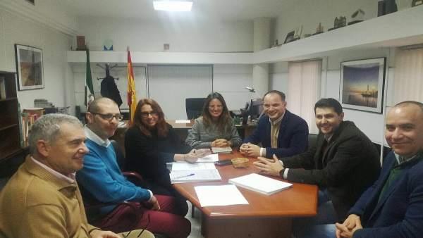 Reunión entre la Junta y el Colegio de Aparejadores de Huelva.