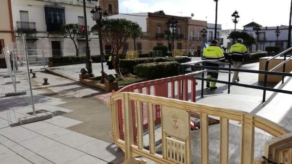 Obras en la Plaza de Cuatrovitas de Bollullos de la Mitación