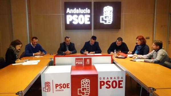 Reunión entre PSOE y Jusapol por la equiparación salarial de policías