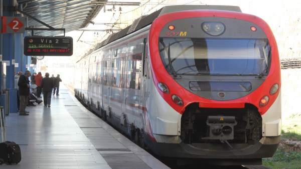Renfe diu que les cancel·lacions entre València i Castelló es deuen a avaries puntuals en material ferroviari