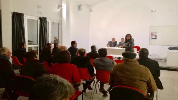 La alcaldesa de Montefrío, Remedios Gámez, en reunión sobre cortes de luz