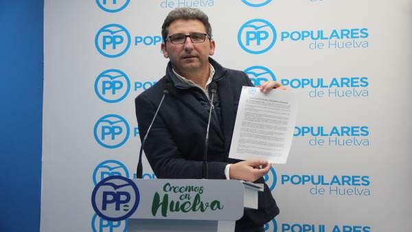 El portavoz del PP en el Ayuntamiento de Moguer, Álvaro Burgos.