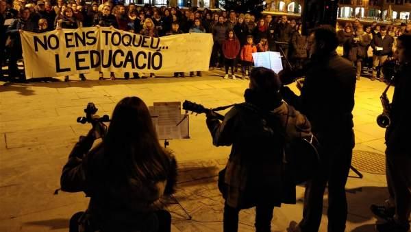 Concentración en Vic (Barcelona) en defensa del modelo de escuela catalana.