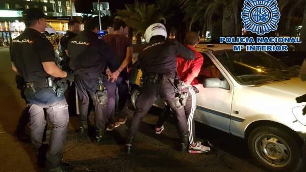 Nota De Prensa: 'La Policía Nacional Detiene A Tres Hombres Por Robo Con Fuerza