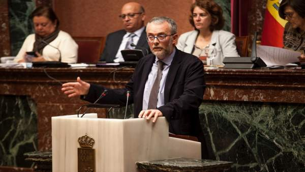 Imagen de Domingo Segado, en la tribuna de la Asamblea Regional