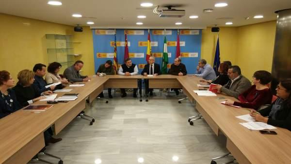 Foto de la reunión entre la CHS y los sindicatos