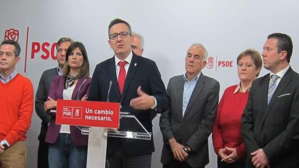 Rueda de prensa de Diego Conesa junto alcaldes  PSOE