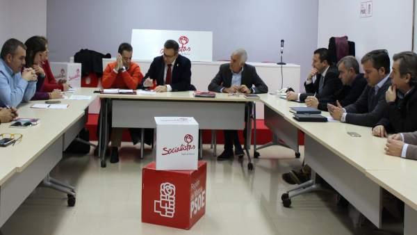 Imagen de la reunión con alcaldes del PSOE