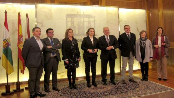 Ceniceros y Gamarra, con miembros del Consejo de Capitalidad