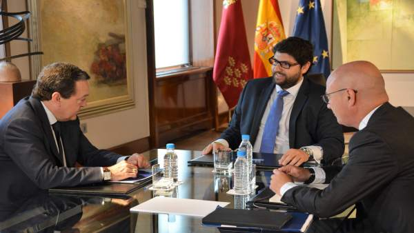 López Miras y dirigentes de la Croem