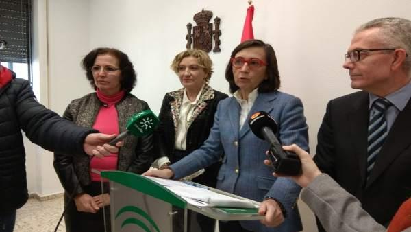 En el centro, la consejera de Justicia e Interior, Rosa Aguilar