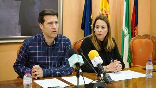 Oscar MEdina y la concejala Paola Moreno Torrox alcalde PP obras inversión