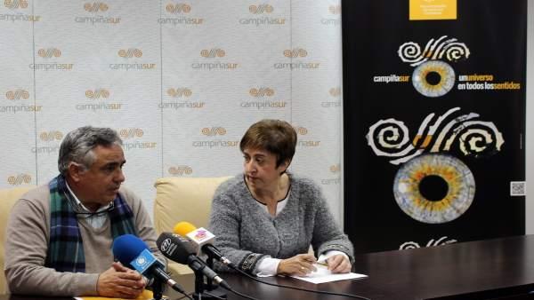 Carmona (dcha.) durante la presentación de las actividades