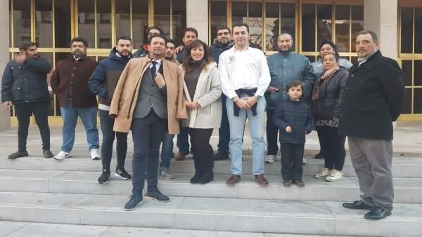Asistentes a la reunión entre el Ayuntamiento y los comerciantes