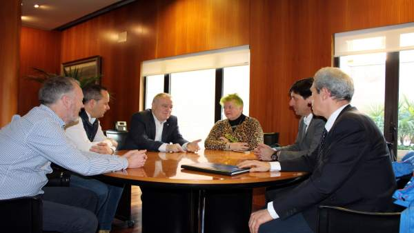 El presidente de la DPH se reúne con empresarios del Alto Gállego.