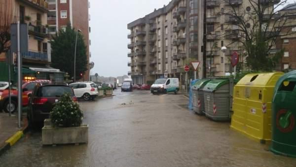 Inundación en la calle La Vía de Castro Urdiales